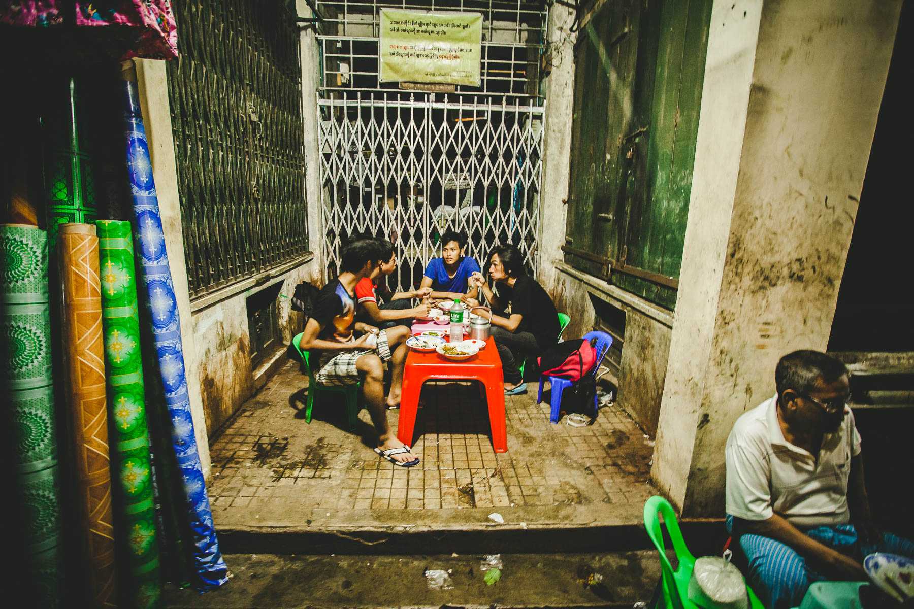 vie nocturne à Yangon